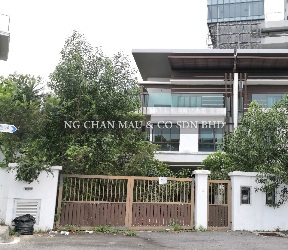 [Freehold + Vacant unit] 2.5 Storey Semi Detached House