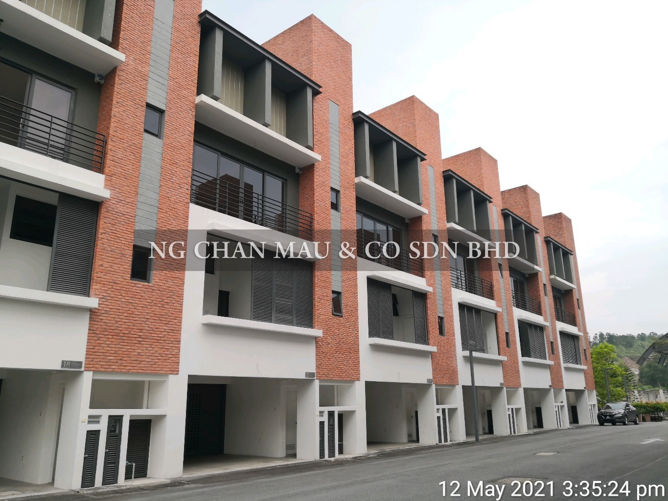 [Vacant Unit + Price dropped 46%] Freehold 5 + 1 Room & 5 Bathroom 3.5 Storey Terrace House with a Private Swimming Pool & a Lift